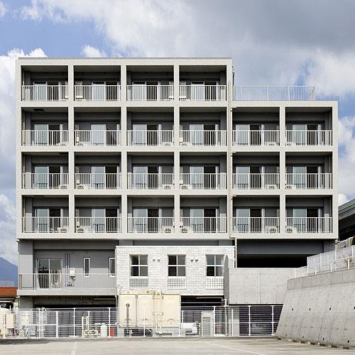 南面外観 この建物は中層の介護付有料老人ホームです。住戸を中心に構成さ... 福祉施設:介護付有